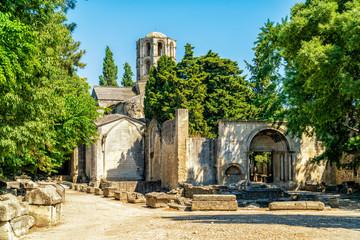 Gräberfeld Les Alyscamps und Saint-Honorat in Arles