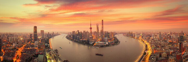 Wall Mural - Twilight shot with the Shanghai skyline and the Huangpu river