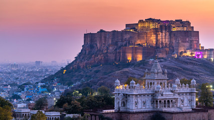 Spoed Fotobehang Oude gebouw The Jaswant Thada and Mehrangarh Fort in background at sunset, The Jaswant Thada is a cenotaph located in Jodhpur, It was used for the cremation of the royal family Marwar, Jodhpur. Rajasthan, India