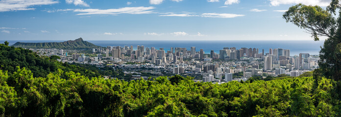 Wide panoramic image of Waikiki, Honolulu and Diamond Head from the Tantalus Overlook on Oahu, Hawaii