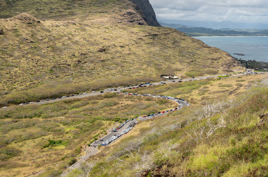 Congested parking at the trailhead to Makapu'u point and the lighthouse on Oahu