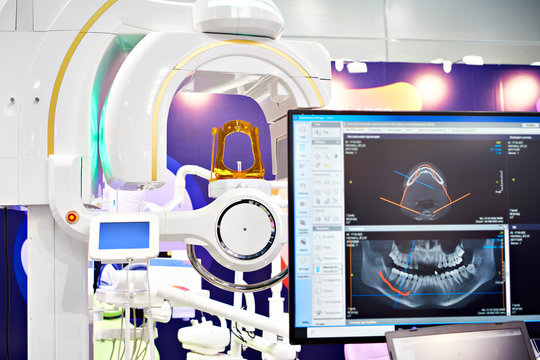 Dental digital tomograph