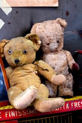 evocative image of a pair of toy teddy bears at a vintage market