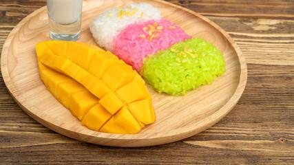 Three colors of sticky rice and ripe mango (Thai dessert).