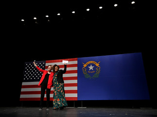 Democratic U.S. presidential candidate Senator Elizabeth Warren (L) and actress Yvette Nicole Brown appear on stage during a town hall event in Las Vegas