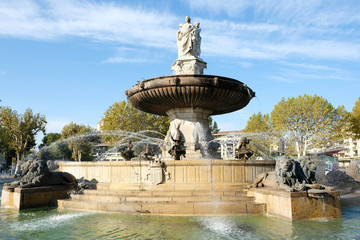 Aix-en-Provence, France - October 18, 2017 : the famous fountain Rotonde at the base of the Cours Mirabeau market street Fototapete