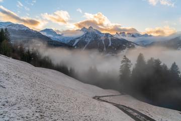 Wall Mural - Sonnenuntergang in den Bergen im Winter