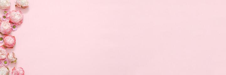 Poster Bloemen Pink floral background. Natural decor. Daisy roses heads arrangement. Copy space.