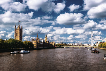 Foto op Plexiglas Londen Beautiful cloudy sky with Houses of Parliament and London eye in London, UK