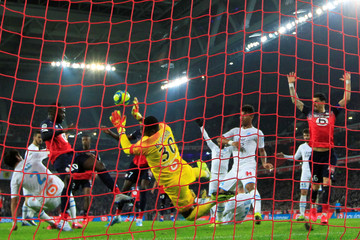 Soccer Football - Ligue 1 - Lille v Marseille - Stade Pierre-Mauroy, Lille, France - February 16, 2020 Marseille's Steve Mandada in action