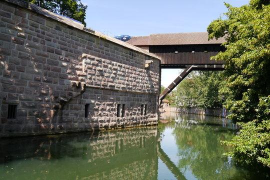 Stadtmauer Nürnberg und Pegnitz mit Brücke Insel Schütt