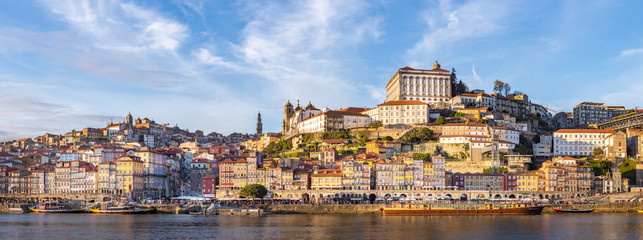 Papiers peints Con. Antique Porto in Portugal and its beautiful tourist part of Gaia and picturesque historical architecture of ancient Europe. Colorful buildings of the Portuguese city