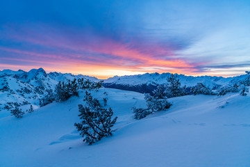Wall Mural - Morgenrot im verschneiten Hochgebirge