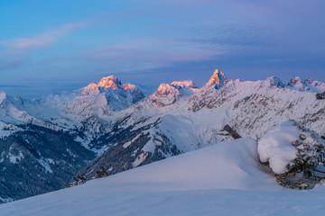 Wall Mural - Sonnenaufgang in den verschneiten Bergen