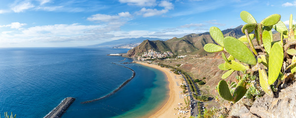 Foto op Plexiglas Canarische Eilanden Tenerife beach Teresitas Canary islands sea water travel traveling panorama Atlantic Ocean