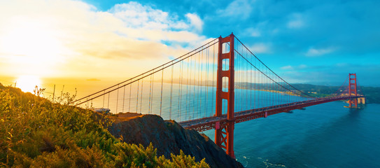 Keuken foto achterwand Ochtendgloren San Francisco's Golden Gate Bridge at sunrise from Marin County