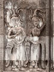 Duo de Devata, extérieur du temple central, Angkor Wat