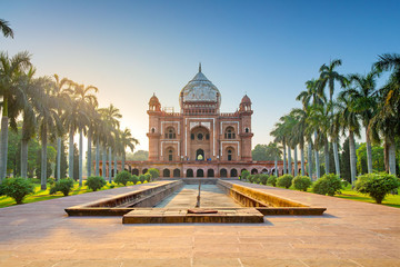 Tomb of Safdarjung in New Delhi, India. It was built in 1754 in the late Mughal Empire Fotomurales