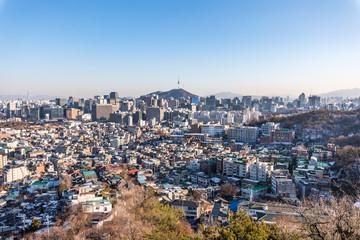 Tuinposter Seoel 인왕산에서 바라본 서울 도심 낮 풍경과 밤 (야경) 뷰 Seoul Day and Night Skyline from Inwangsan Mountain