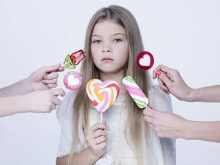 Foto op Plexiglas womenART little pretty girl with big candy