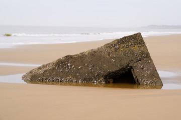 ruin blockhaus in sand beach in french atlantic coast sign second world war Fototapete