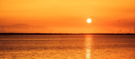 Wall Mural - Roter Sonnenuntergang am Meer