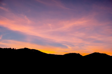 Fotomurales - Beautiful colorful sky with mountain silhouette. Sunset in the mountains.
