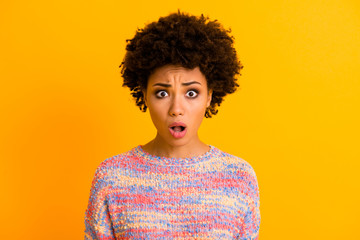 Fototapete - Portrait of astonished afro american girl hear incredible novelty stare stupor scream wear good look sweater isolated over shine color background