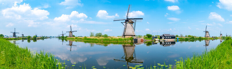 Panorama of the windmills and the reflection on water in Kinderdijk, a UNESCO World Heritage site in Rotterdam, Netherlands Fototapete