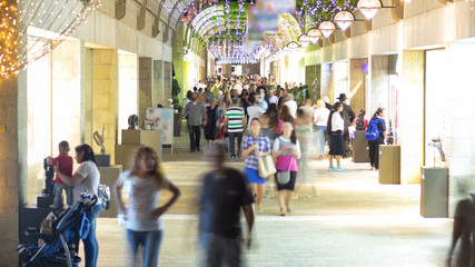 Shoppers and tourists at Mamilla shopping street timelapse in Jerusalem. Fotomurales