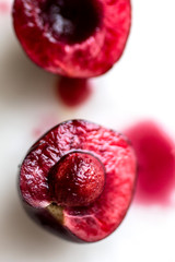 Selective focus of sliced cherry
