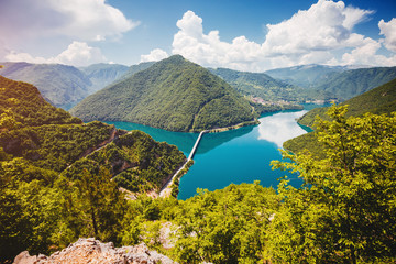 壁紙(ウォールミューラル) - Idyllic view of canyon of river Piva. Location Pluzine town, Montenegro, Europe.