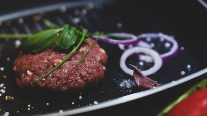 Mięso mielone na patelni grillowej