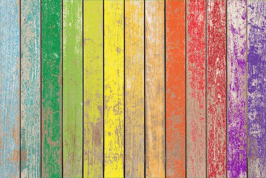 Fond bois vintage aux couleurs de l'arc-en-ciel