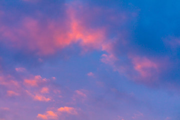 Pink dawn in the sky with clouds Fototapete