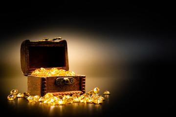 宝箱と宝石 黒背景