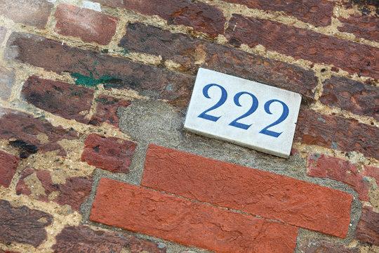 Targa di ceramica con numero 222
