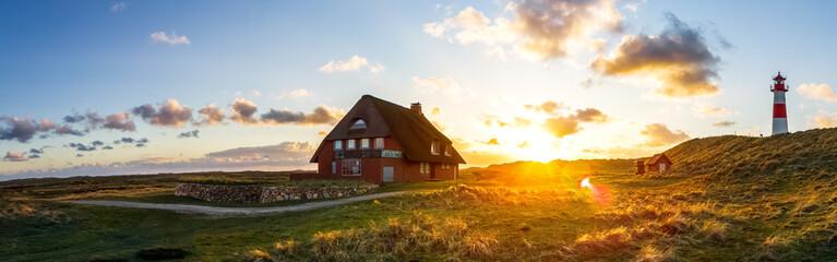 Wall Mural - Haus am Lister Ellenbogen, Leuchtturm, Sonnenuntergang