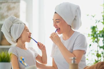 family are brushing teeth Fototapete