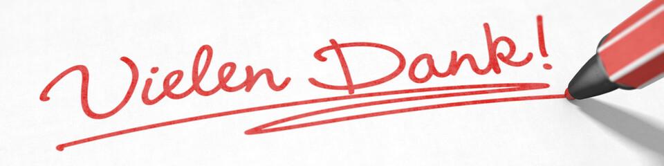 Vielen Dank! mit rotem Stift geschrieben
