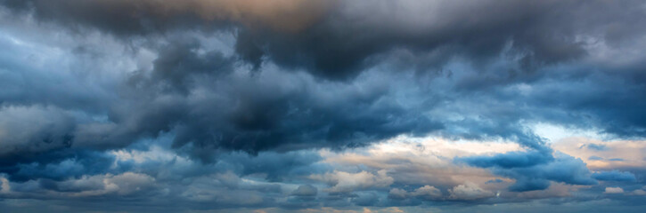 Dramatic panoramic skyscape with dark stormy clouds Fotobehang