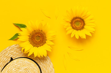Fotomurales - Beautiful fresh sunflowers, straw hat on bright yellow background. Flat lay top view copy space. Autumn or summer Concept, harvest time, agriculture. Sunflower natural background. Flower card