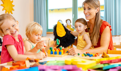Kindergartener woman with children