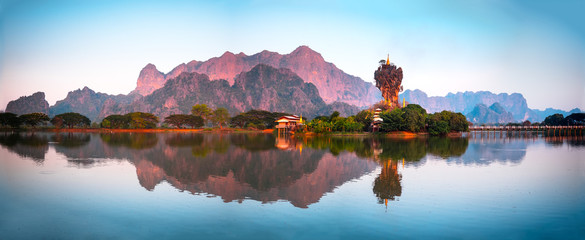 Tuinposter Pool Amazing Buddhist Pagoda in Hpa-An, Myanmar