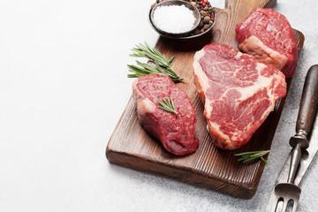 Fototapete - Variety of raw beef steaks