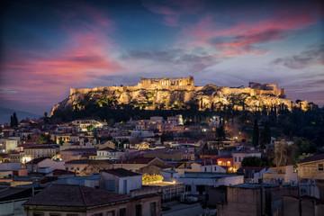 Fototapete - Blick über die Dächer der Altstadt von Athen zum Parthenon Tempel auf der Akropolis am Abend nach Sonnenuntergang, Griechenland