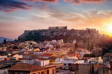 Fotomurales - Die Altstadt Plaka und der Parthenon Tempel auf der Akropolis von Athen, Griechenland, bei Sonnenuntergang
