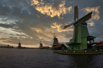 Papiers peints Navire windmills in zaanse schans