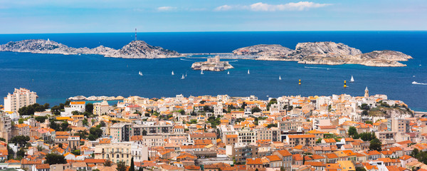 Türaufkleber Schiff Panoramic aerial view of Marseilles skyline, islands and harbor, Marseille, the second largest city of France