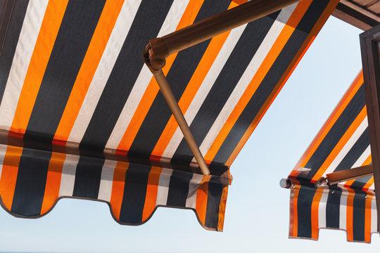 Folding patio balcony awning, side sun shade